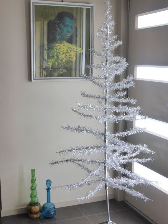 1950s Aluminium Christmas Tree Vintage 5 Foot Silver Tinsel Mid Century Xmas Tree With Stand Made In Italy Kitschmas Kitsch Christmas Aluminum Christmas Tree Silver Tinsel Kitsch Christmas