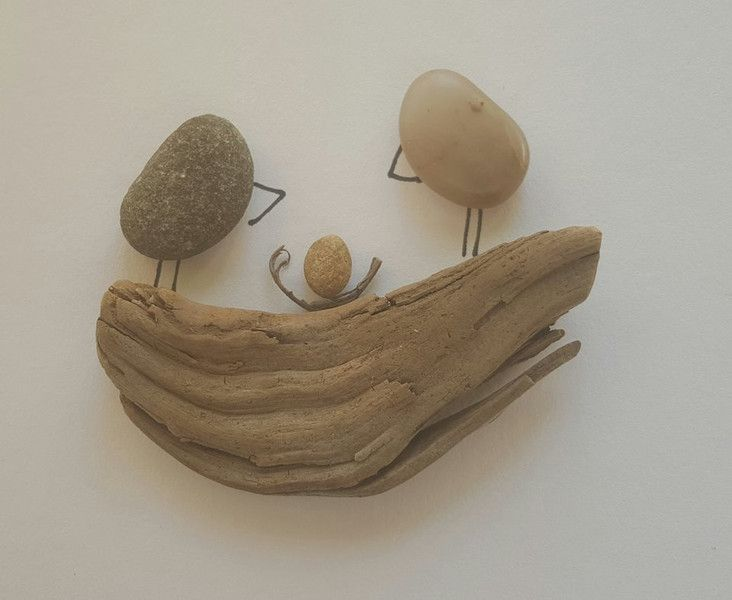 *Vögel mit Ei* Bild aus Kieselsteinen  von TAMIKRA auf DaWanda.com
