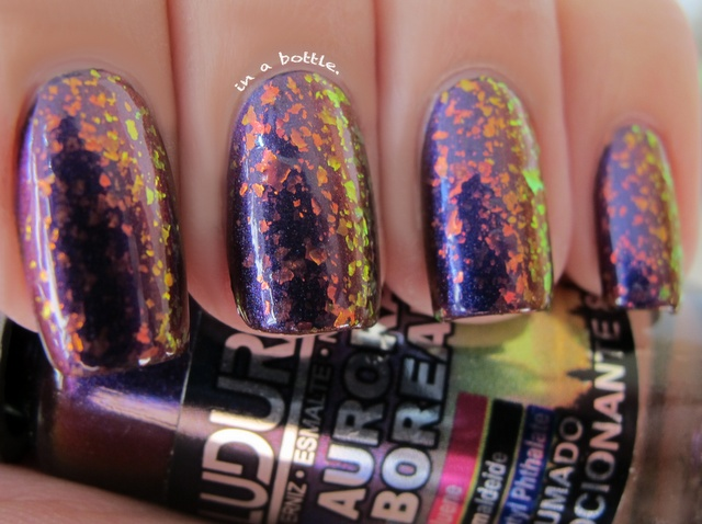 Layering experiment: Ludurana Emoncionante with a coat of Finger Paints Special Effects collection: Fingers Paintings, Paintings Flashi, Beautiful, Favorite Nails, Paintings Special, Fancy Fingertip, Ludurana Emocion, Paintings Nails, Gorgeous Nails
