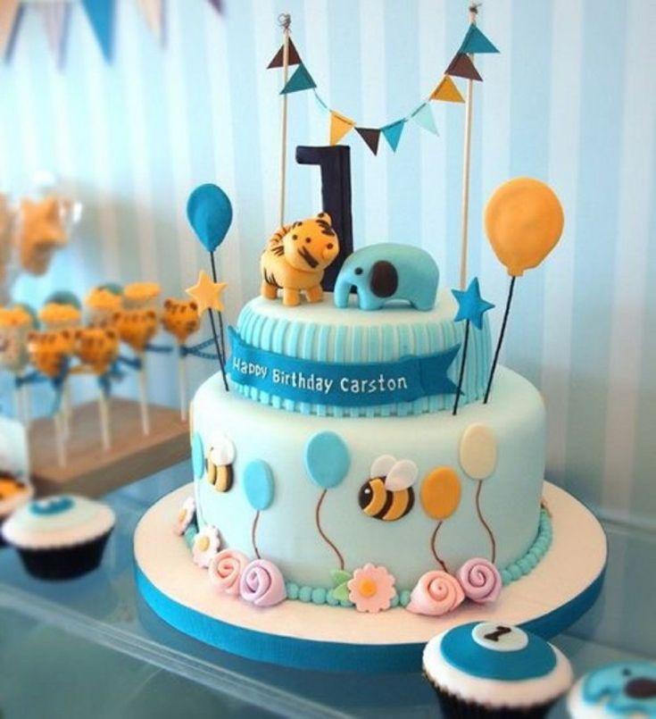 gâteau anniversaire pour bébé en bleu layette décoré d'animaux en pâte