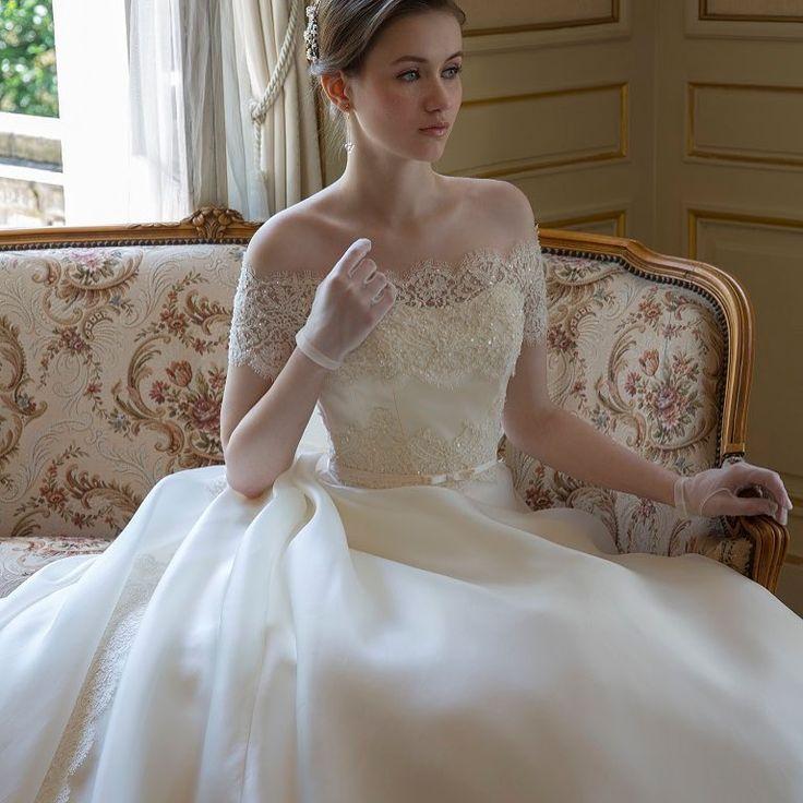 シルクにチュールにオーガンジー。生地別ウェディングドレスの特徴まとめ* | marry[マリー]