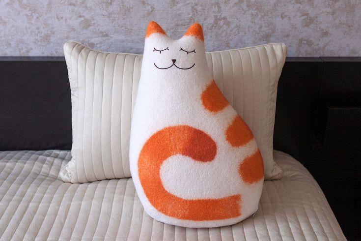 Купить Валяная шерстяная подушка Рыжая нега - декоративная подушка, кошка, рыжий кот, оранжевый