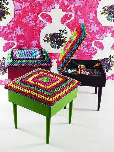 crochet covers ...: Crochet Ideas, Crochet Granny, Sewing Box, Casa Crochet, Decoracion Economica, Crafts Design, Foot Stools, Craft Blackboard, Granny Squares