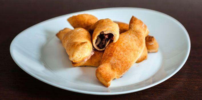 Fagottini al radicchio rosso e stracchino. Per leggere la ricetta: http://mybusiness.bormioliroccocasa.it/mybusiness/it/home/Idee-e-Consigli/happy-hour/fagottini-al-radicchio.html
