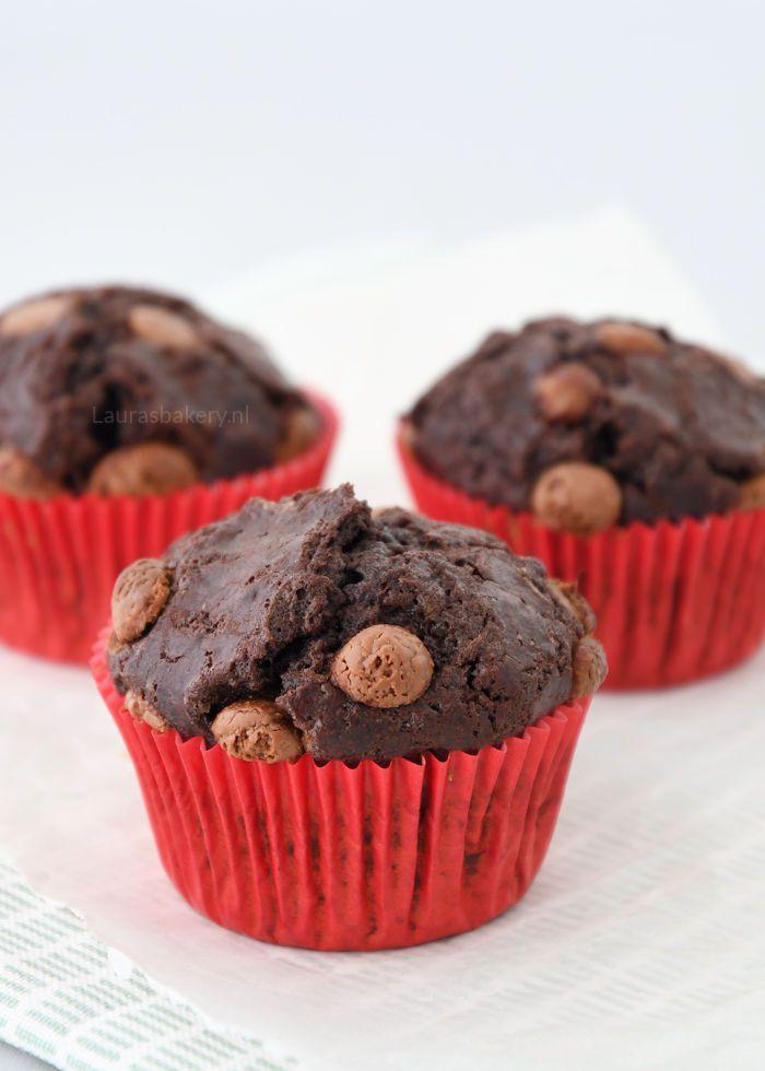 Inmiddels zijn er meer dan genoeg muffins op Laura's Bakery te vinden, het enige dat nog ontbrak was een goed basisrecept voor chocolade muffins. Ik gebruikte namelijk gewoon altijd een vanille muffin