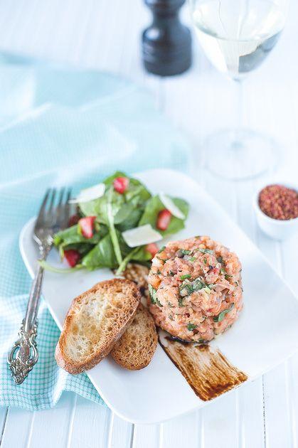 Tartare de saumon! Le meilleur tartare de saumon au monde! Best salmon tartare ever! Photo : Catherine Côté