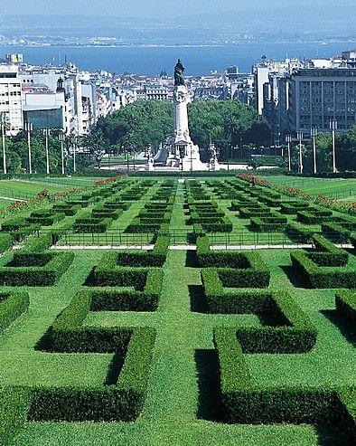 Questo elegante parco alla francese incorona l'Avenida da Liberdade. Dalla sommità si ha uno splendido panorama sulla città bassa e sul Tago, tra i colli del castello São Jorge e del Bairro Alto.