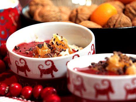 Tinas recept på glutenfri och laktosfri ris à la malta på bovete och cashewnötskräm. Serveras med jordgubbssås och clementinklyftor.