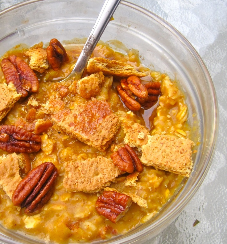 With six core ingredients and only 15 minutes of active prep time, this pumpkin spiced oatmeal is the prefect choice for any fall morning!