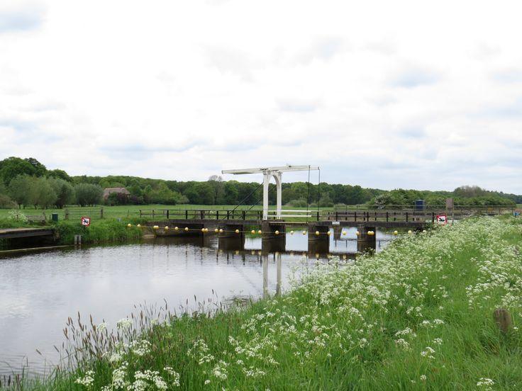 2014-05-04 De fraaie ophaalbrug over de Berkel tussen Velhorst en Ehze
