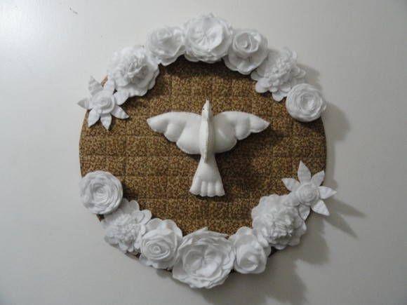 Mandala Divino Espírito Santo.    Confeccionado com felto (flores e pomba) e forrado com tecido 100% algodão. R$ 115,00