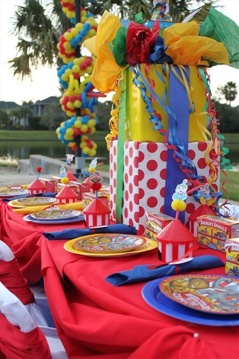 circus party: lots of color is key. The items don't matter so much. Look, just simple boxes in bright, colorful paper.