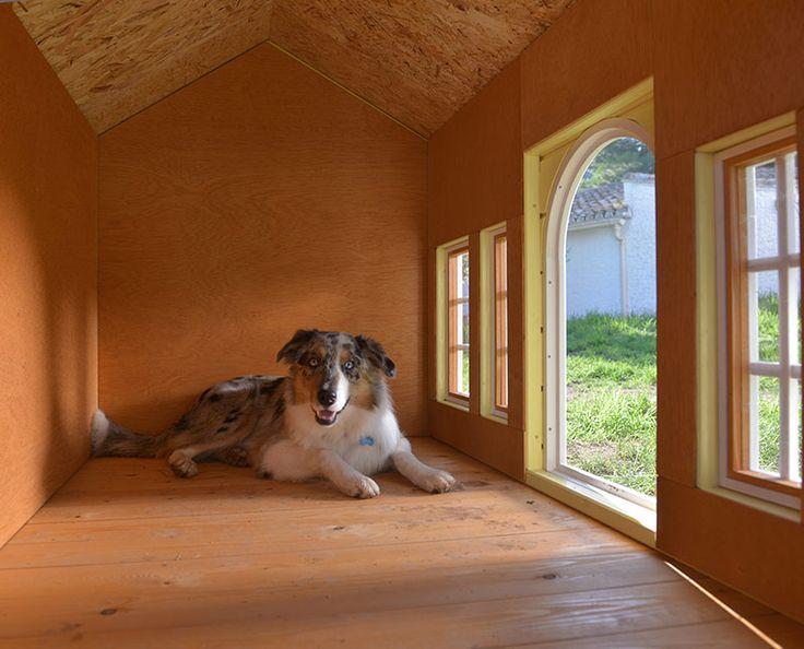 Detalle del interior de la caseta Chamonixcon las paredes y suelo de madera, sin aristas/ Interior detail with walls and floor without edges, model Chamonix.