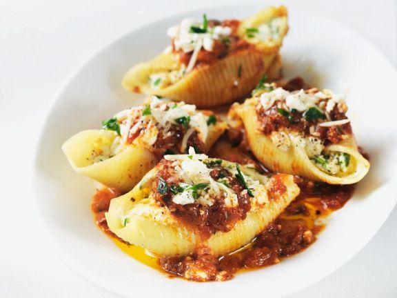 Mit Ricotta gefüllte Muschelnudeln ist ein Rezept mit frischen Zutaten aus der Kategorie Nudeln. Probieren Sie dieses und weitere Rezepte von EAT SMARTER!