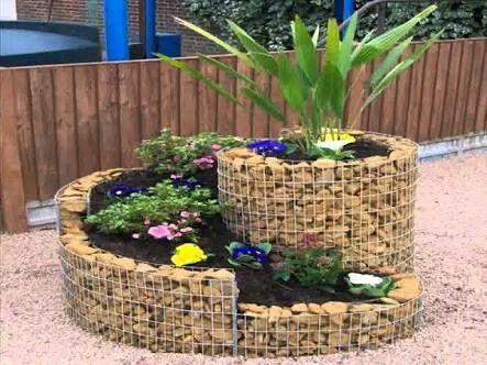 Jardines con piedras y troncos fabulous jardines de casas for Jardines pequenos redondos