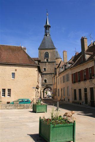 Au coeur de la Bourgogne, à la limite du Morvan, cette rando vous permet, en partant d'Avallon, de rejoindre Vézelay inscrit au patrimoine mondial de l'humanité, classé parmi les plus beaux villages de France et haut lieu du christianisme . Bien avant...