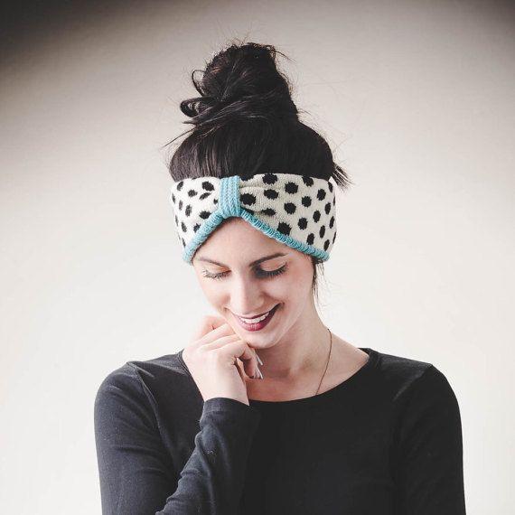 Knitted headband, dots pattern