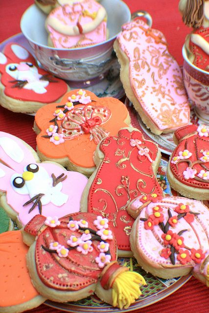 Gong xi fa cai cookies..........  Chinese lanterns and silk dresses