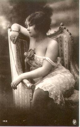 Vintage photo of lady/Marla Rosenlieb Vintage images from art-e-zine.co.uk