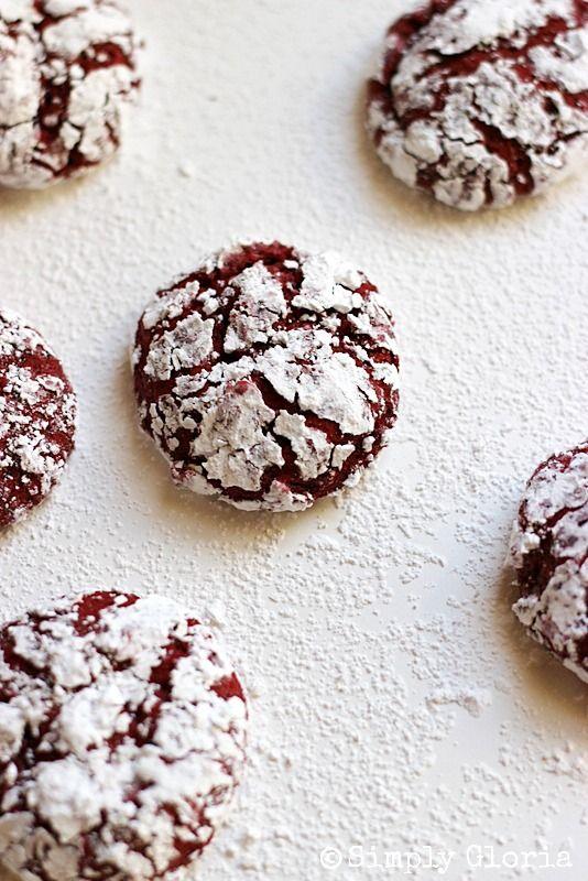 Red Velvet Crinkle Cookies @ SimplyGloria.com #RedVelvet #Cookies