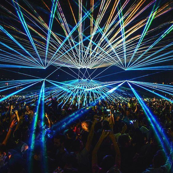 It's all about the visuals Let the lights put you in a trance #trancemusic #electrohouse . . . . . . . . . #festivalgear #festivallife #crowd #friends #love #rave #dj #ultra #edc #edm #dance #goodvibes #instadaily #instacool #instalike #instalove #edmstage #party #dancemusic #electro #edmlife #edmfamily #housemusic #festivalfashion #festivalstyle #edmnation #ravers #ravelife