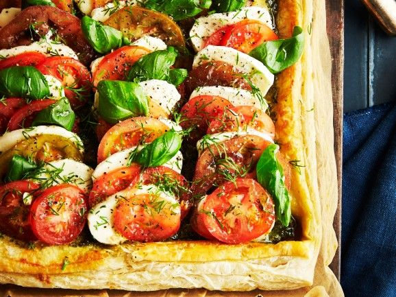 Tomaatti-mozzarellapiirakka / Tomato pie / Kotiliesi.fi / Kuva/Photo: Jorma Marstio/Otavamedia