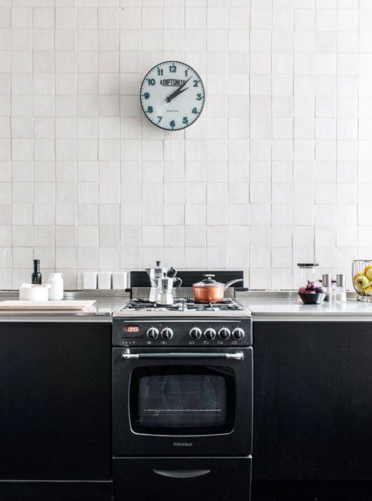 black & white kitchen / photo by pauliina salonen.