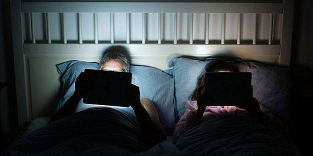 Nem ajánlott képernyőn olvasni lefekvés előtt, akár halálos is lehet