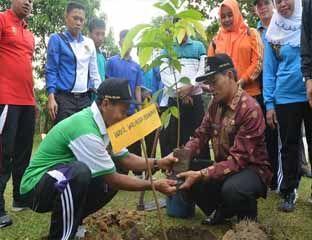 Wawako Tanam Pohon untuk Pekanbaru Lebih Hijau