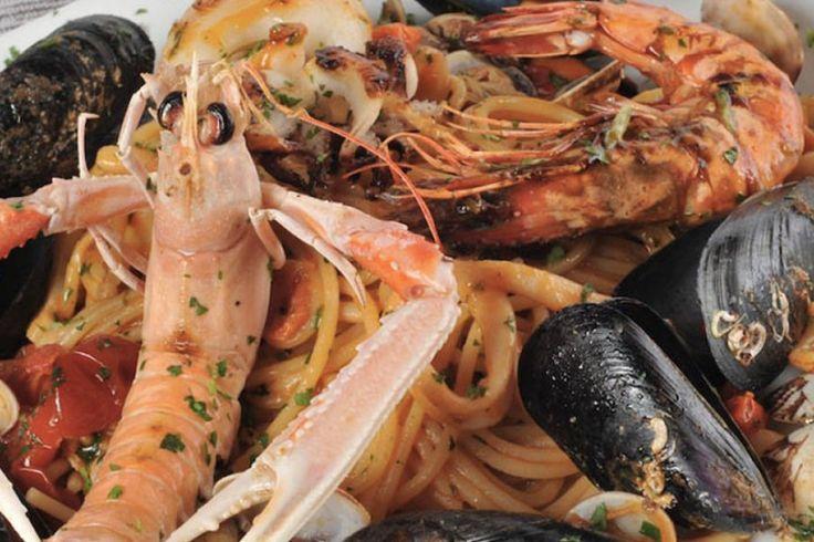 Cena completa di pesce con antipasti caldi e freddi, primo e secondo a scelta, dolce...a soli 36 € a coppia