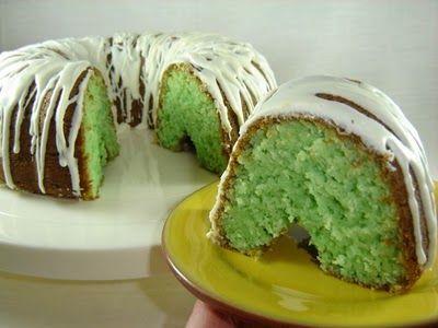 Pistachio cake YUM YUM YUM I love pistachio things!