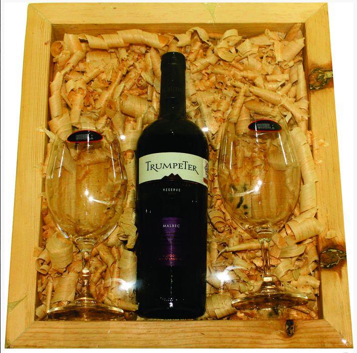 Hotel Casa de Aves se engalana con la participación de: Tintos & Copas Riedel Bajio, empresa dedicada especialmente a la cristalería, accesorios y vinos, ofreciéndonos una gran variedad de paquetes en donde encontramos una botella de vino acompañado por dos copas, ideal para el regalo perfecto.