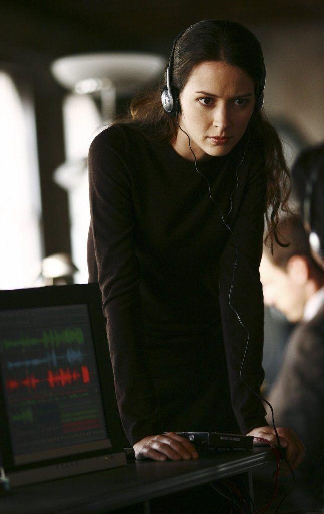 Amy Acker (Peyton)