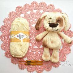 Здравствуйте, дорогие читатели! Сегодня я хочу подарить вам мастер-класс по вязанию очаровательного щенка.