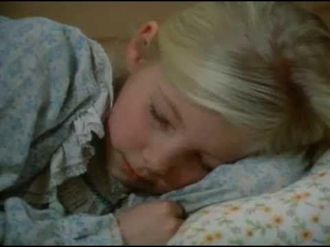 Jestem malutki ludzik z plasteliny. Dlatego na imię mi Plastuś. Mam śliczne mieszkanie: oddzielny drewniany pokoik. Obok mnie w pokoiku mieszka tłuściutka, b...
