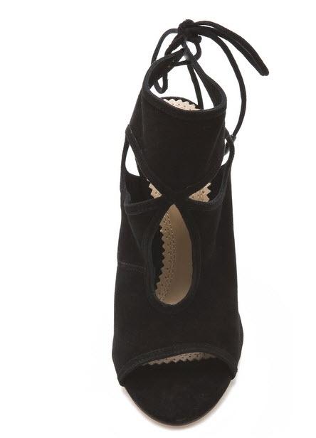 Aquazzura negru modelul purtat de Alesha Dixon. Click pe poza pentru a citi intreg articolul .