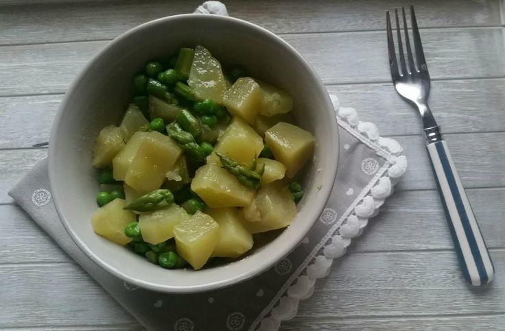 Insalata di patate con asparagi e piselli