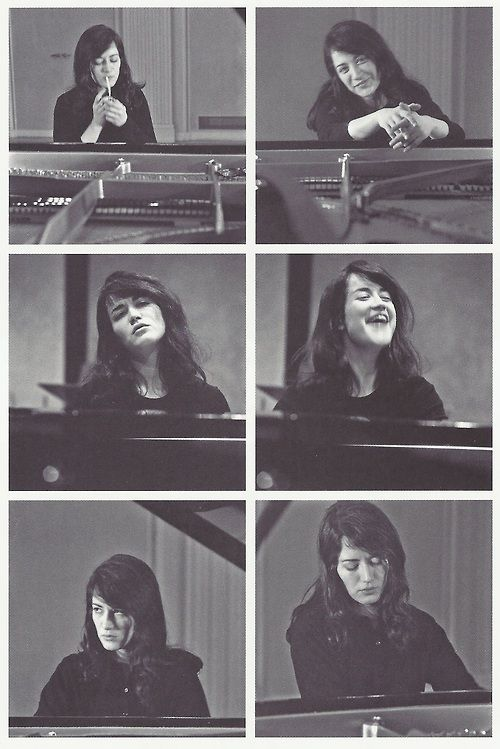 Marta Argerich! bella ancora oggi come allora.Piena di viita oggi come allora. Una forza della natura che seduta al pianoforte sprigiona , oggi come allora, Musica