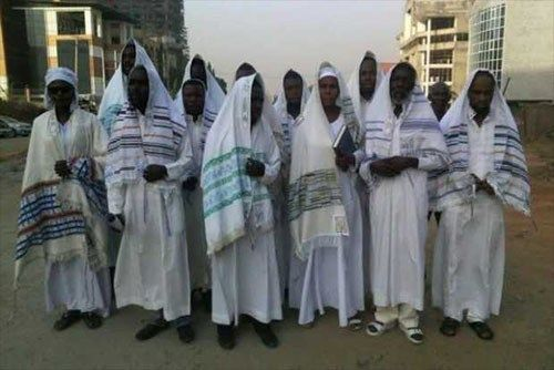 Members of the Indigenous People of Biafra, IPOB, this morning gathered at the Federal High Court Abuja, on Jewish attires to witness the court case of their leader, Mazi Nnamdi Kanu.