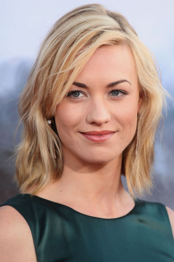 Yvonne Strahovski: dark eyebrows, blonde hair