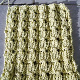 Oi!     Ontem depois de fazer o post do ponto de tricot IV, resolvi procurar um ponto bonito para um projetoque estou fazendo e ac...