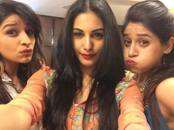 Amyra Dastur with her Friends