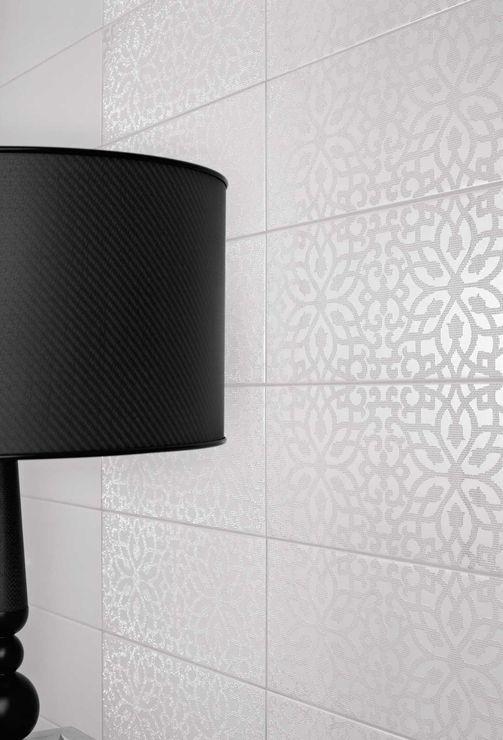 A Marazzi Black & White csempe koncepciója az egyszerűséget fejezi ki. Legfőbb vonzereje a kontraszt, a fényes felületű falicsempét szatén fényű virágmintázat dísziti.