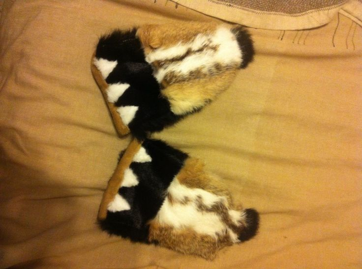 This is some mittens i did as a gift. They were quite a challenge cause there's lots of different techniques and different materials. They are inspired by the motion dance of the delta of mackenzie people, and by the alaskan culture.  Made in Inuvik. Gwich'in Culture