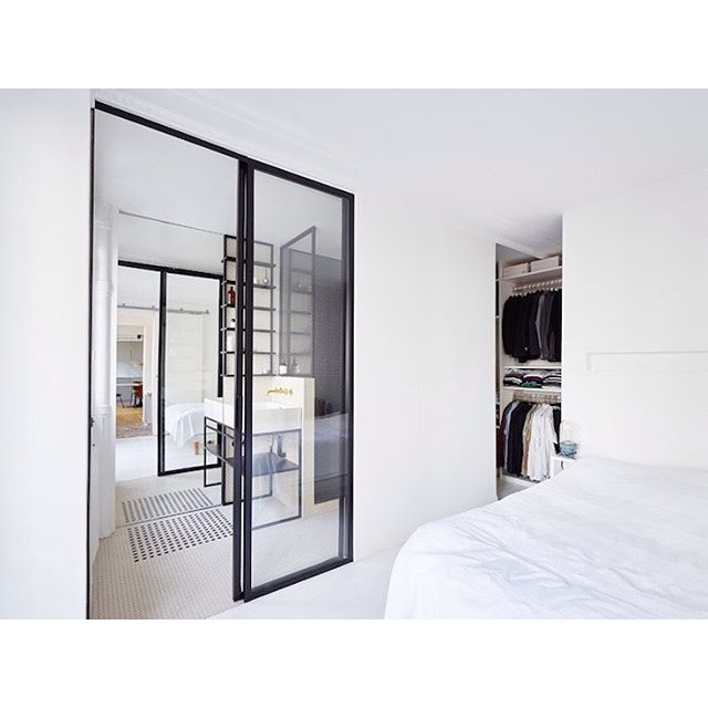 Binnenkijker uit Parijs! Check bio link. #binnenkijken #binnenkijken #hometour #slaapkamer #bedroom #schlafzimmer #sovrum #badkamer #badezimmer #bathroom #bathroomdesign #badrum #interior #interieur #interior123 #interior4all #bolig #boligpluss #boligindretning #industrial #industrieel #showhome #showhometop5