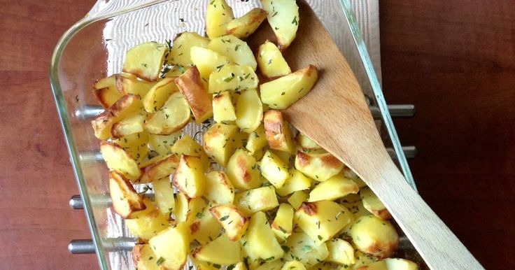 Hoewel ik het zelf best lekker vind maak ik mijn meiden niet zo blij met gekookte aardappelen na een lange schooldag, daarom eten wij vaak g...