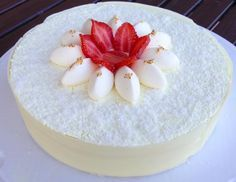 Cheesecake panna e fragole: frolla ricomposta (Hermé), biscotto alla panna (Fanella), bagna alla panna, crema cheese cake (variazione ricetta di servida), gelèe alle fragole, namelaka al cocco
