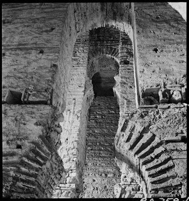 Η Βυζαντινή Κωνσταντινούπολη του Nicholas Victor Artamonoff, 1930-1947 Φυλακές του Ανεμά, εσωτερικές καμάρες, Μάρτιος 1937. Οι θολωτές αίθουσες των Φυλακών του Ανεμά χαρτογραφήθηκαν, φωτογραφήθηκαν και μελετήθηκαν λεπτομερέστατα από τον Alexander Van Millingen (1899). ©Nicholas V. Artamonoff Collection, Image Collections and Fieldwork Archives, Dumbarton Oaks