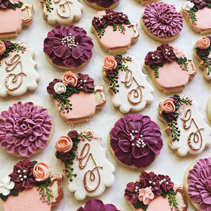 """394 Likes, 26 Comments - Cacey Tacquard (@caceyscakery) on Instagram: """"The whole set! In love! #caceyscakery #sugarcookies #decoratedcookies #wedding #bridal #floral…"""""""