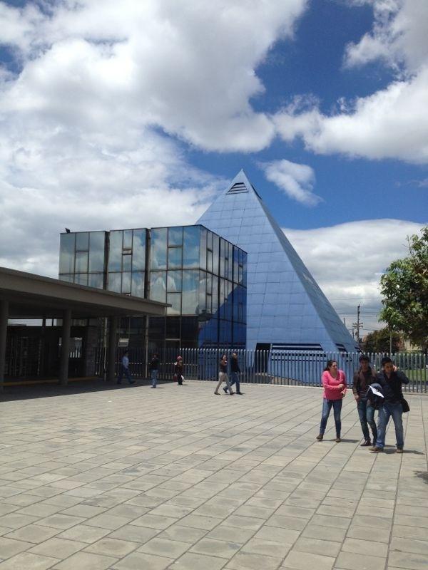 ¿ Porqué lo llamarán la 'Pirámide de Telecom' ?